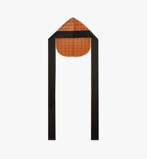 Kopfbedeckung aus Seidensatin mit Monogramm