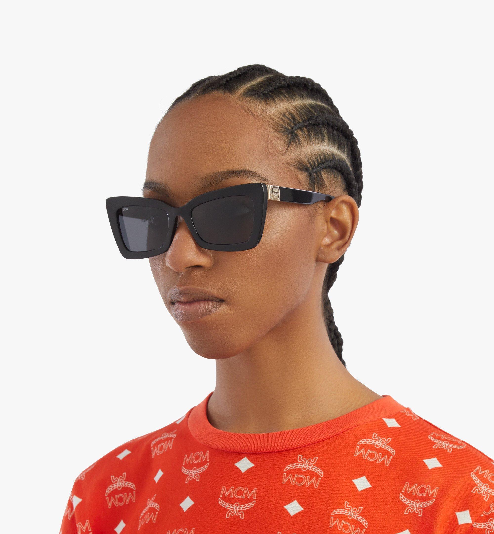 MCM 703S Rechteckige Sonnenbrille Black MEGBSMM20BK001 Noch mehr sehen 2