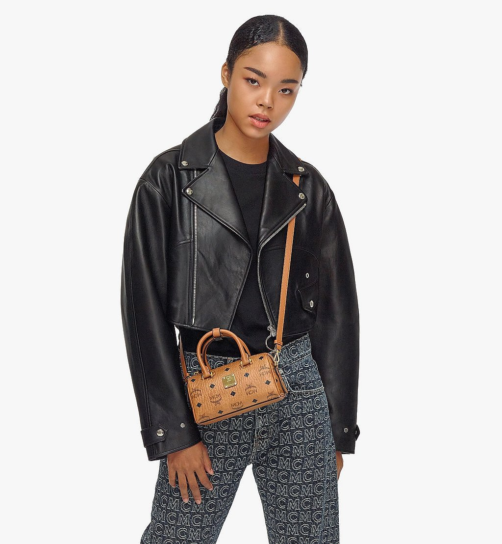 MCM Essential Boston-Tasche in Visetos Original Black MWBAASE03CO001 Noch mehr sehen 3