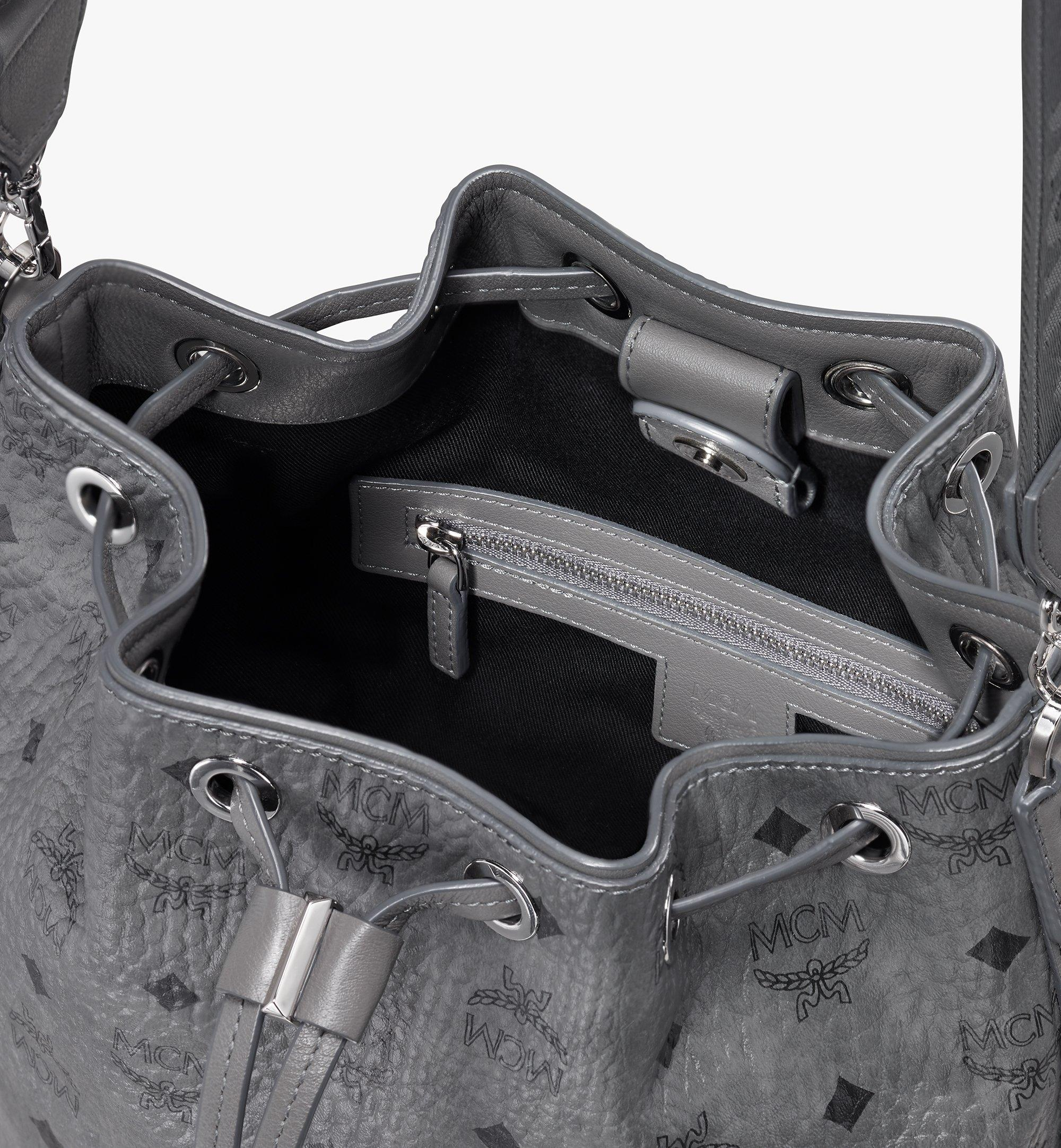 Small Essential Tasche in Visetos mit Kordelzug Phantom Grey