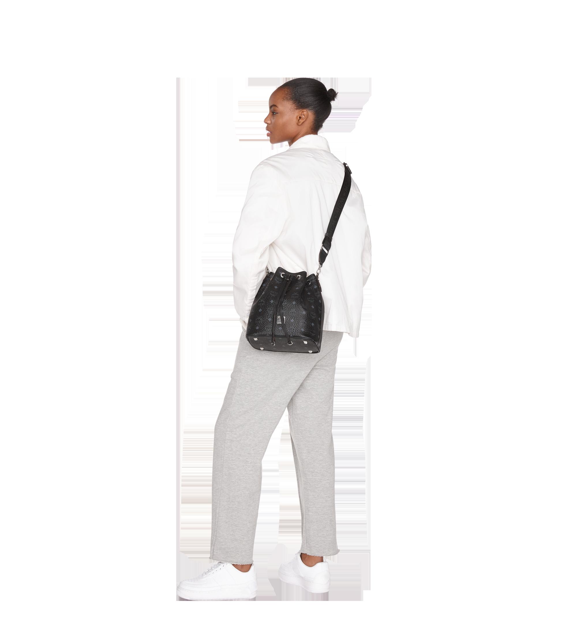 Small Essential Kordelzug Tasche in Visetos Black | MCM® DE