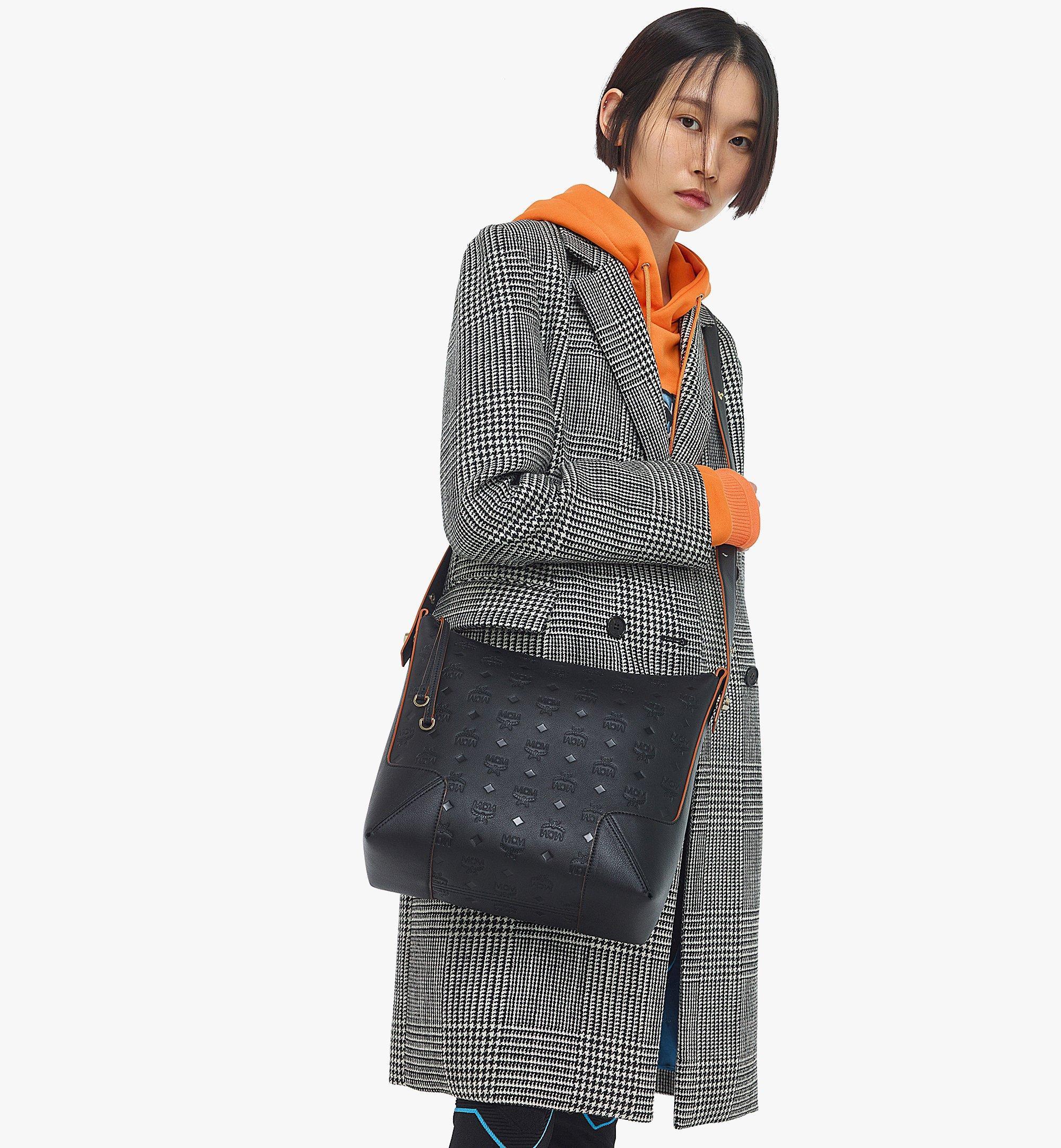 MCM Klara Hobo-Tasche aus Leder mit Monogramm Black MWHBSKM04BK001 Noch mehr sehen 2