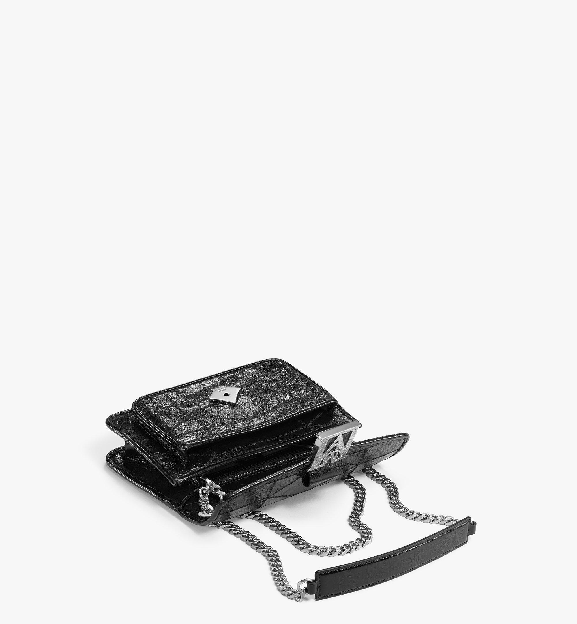MCM Mena Gesteppte Schultertasche in Leder mit Cracked-Effekt Black MWSBSLM06BK001 Noch mehr sehen 2