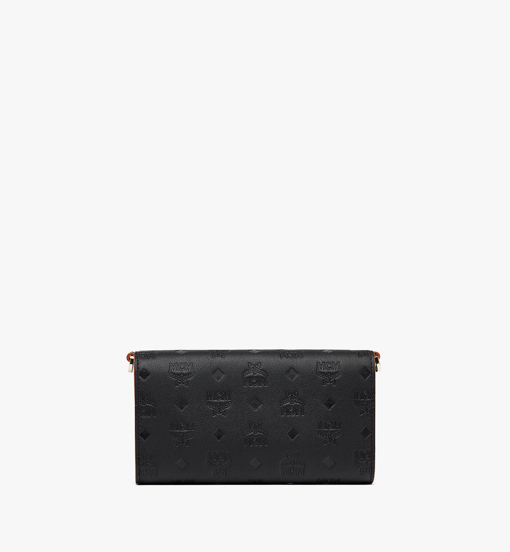 MCM Klara Multifunktionale Brieftasche aus Leder mit Monogramm und Kettenriemen Black MXEBAKM01BK001 Noch mehr sehen 2