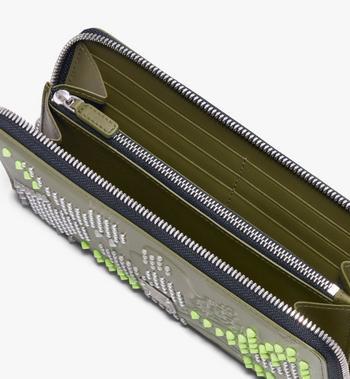 MCM Brieftasche mit Reissverschluss in Studded Lion Camo Alternate View 3