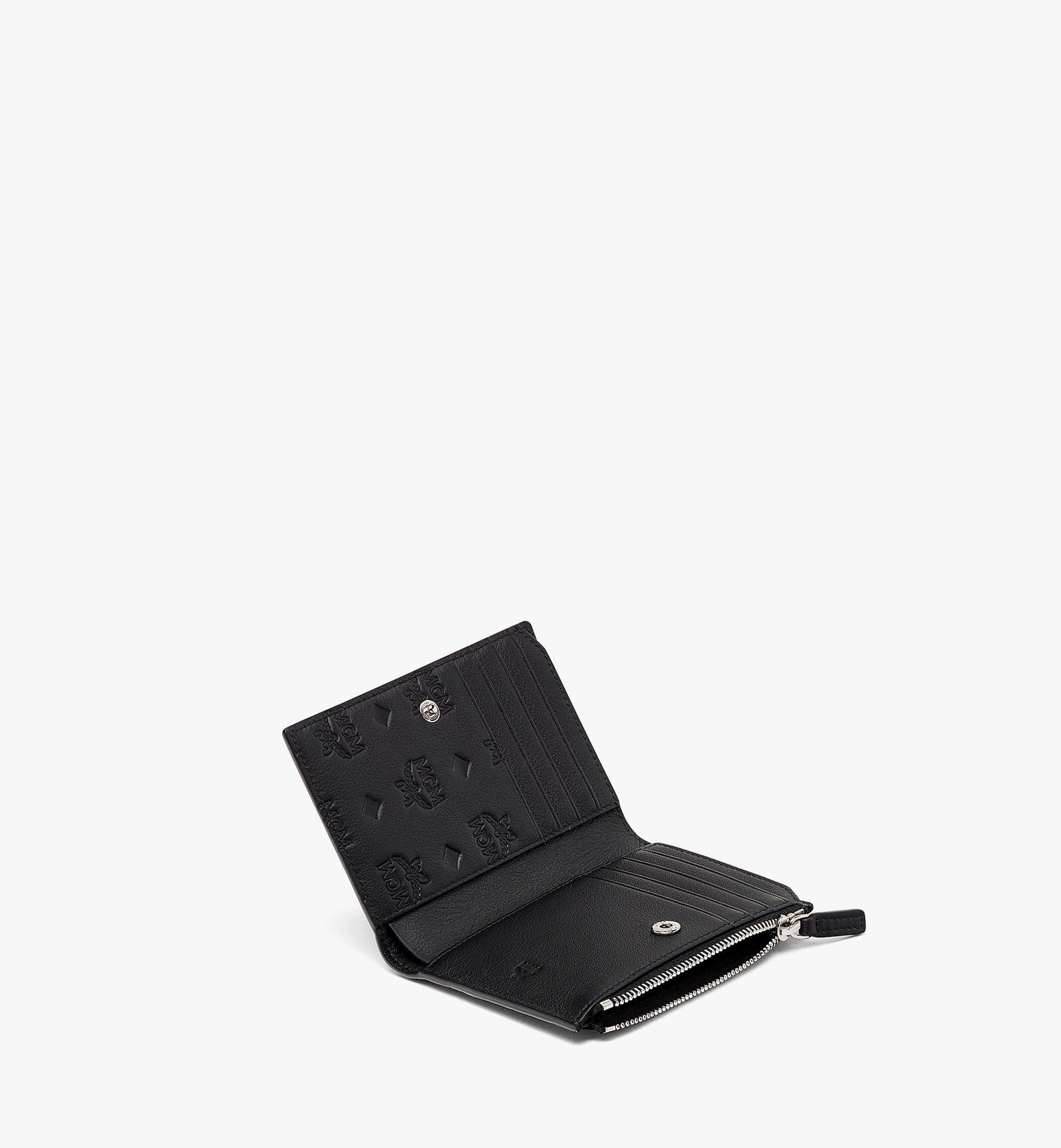 MCM Klara Gefaltete Brieftasche aus Leder mit Monogramm und Kartenfächern Black MXSBAKM01BK001 Noch mehr sehen 1