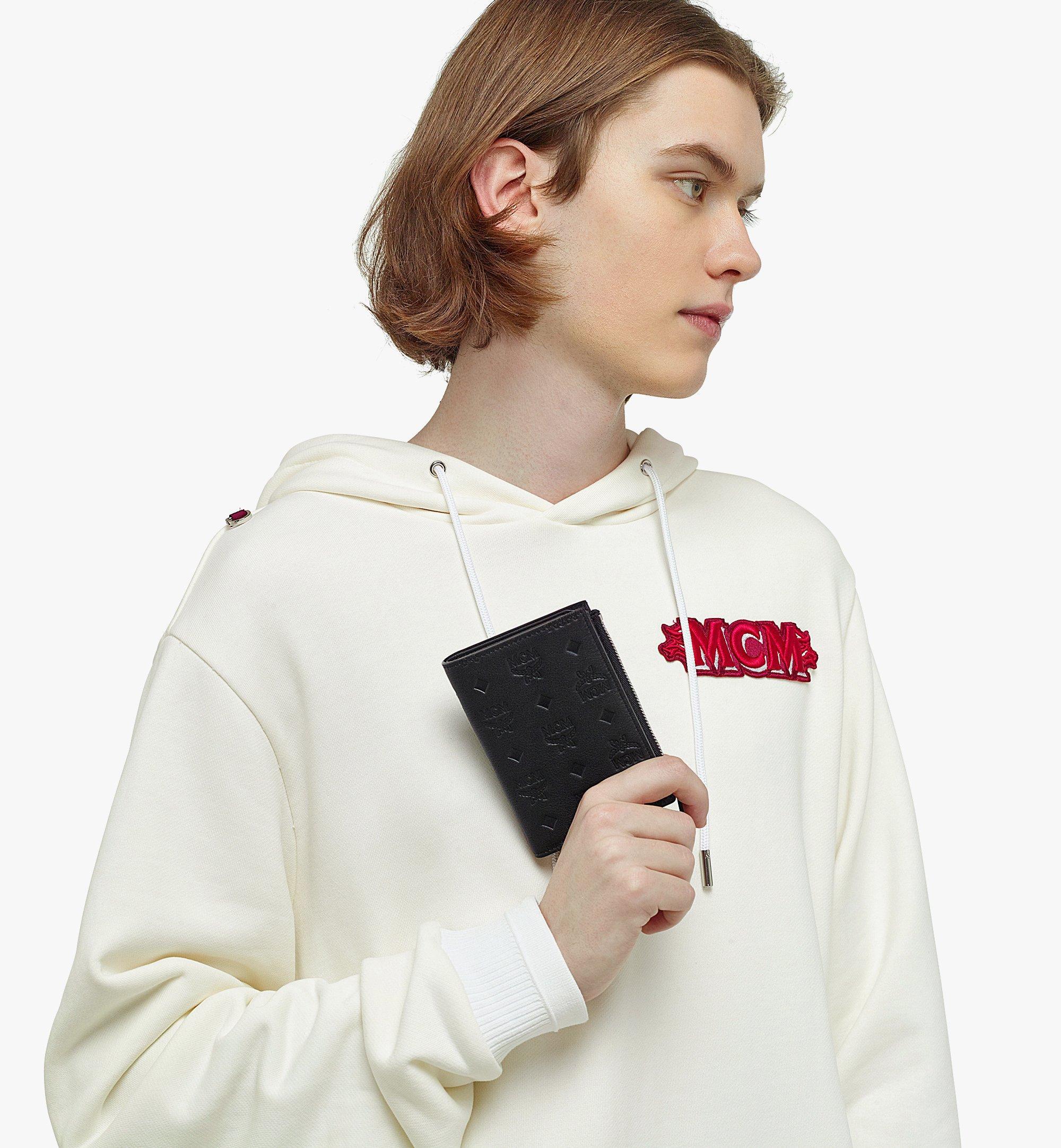 MCM Klara Gefaltete Brieftasche aus Leder mit Monogramm und Kartenfächern Black MXSBAKM01BK001 Noch mehr sehen 2
