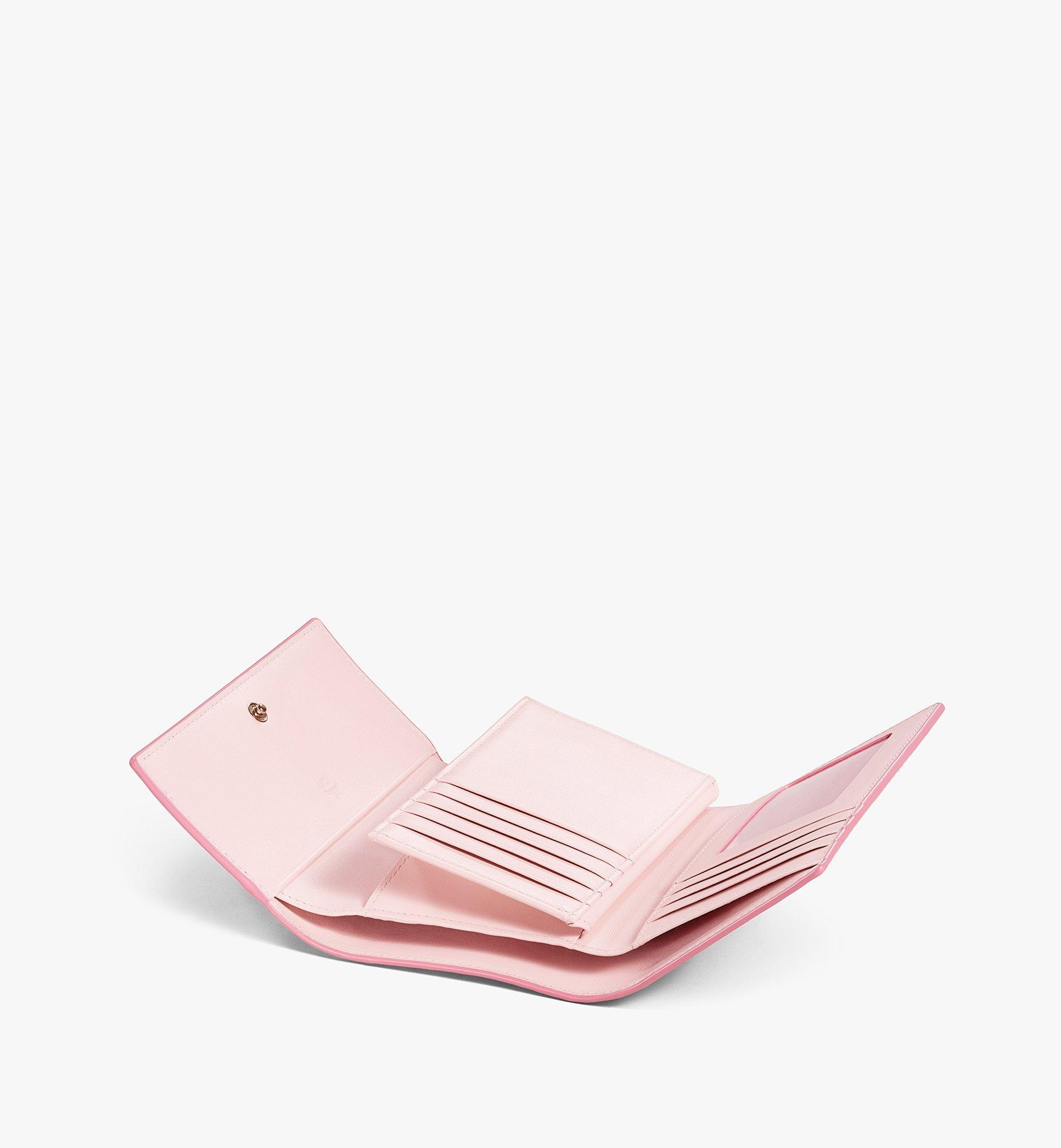 MCM 〈ヴィセトス オリジナル〉三つ折りウォレット Pink MYMAAVI01QH001 ほかの角度から見る 2
